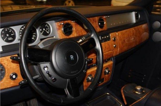 Dash board:  Metal steering wheel  spokes