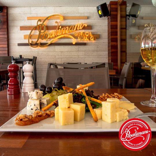 PEYNİR TABAĞI Biberli gauda peyniri, parmesan peyniri, zahterli keçi peyniri, Erzincan tulum peyniri, ceviz, kayısı marmelatı,'ev yapımı' grissini ve mevsim meyveleri. #peynirtabagi