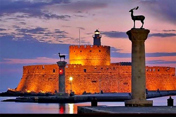 3 νησιά που αξίζει να επισκεφτείτε για τις καλοκαιρινές σας διακοπές στην Ελλάδα!