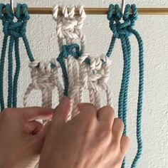 How to Make Layers in Macrame // This video shows one way to make layers in…