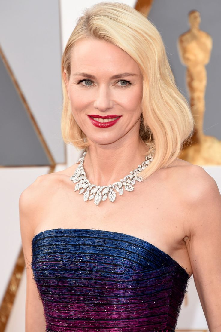 Naomi Watts wearing an Armani Privé dress and Bulgari jewels at the 2016 Oscars