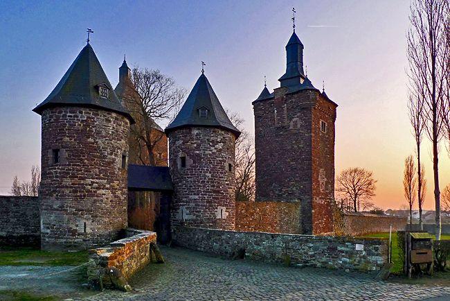 Château de Sombreffe | Châteaux Belges | Castle, Belgium ...
