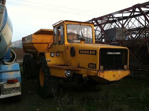 Excellent price dumper Volvo DR 860S Second Hand. Manufacture year: 1977. Excellent running condition. Ask us for price. Reference Number: AC984. Baurent Romania.