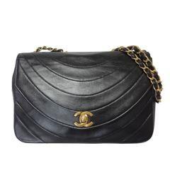 80's Vintage CHANEL wave oval U stitch black lamb leather classic 2.55 flap bag