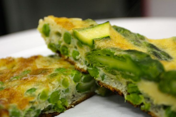 Reteta Victor Nemes: Frittata de mazare si sparanghel - www.Foodstory.ro