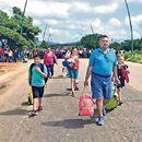Bloquean vía al aeropuerto e incendian vehículos - El Universal  El Universal Bloquean vía al aeropuerto e incendian vehículos El Universal Este lunes, profesores de la Coordinadora Nacional de Trabajadores de la Educación (CNTE) bloquearon la carretera que conduce al aeropuerto de Tuxtla Gutiérrez, Chiapas, mientras que en Coeneo, Michoacán, manifestantes que…