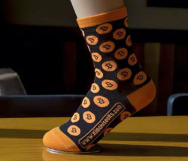 Носки с логотипом биткоина