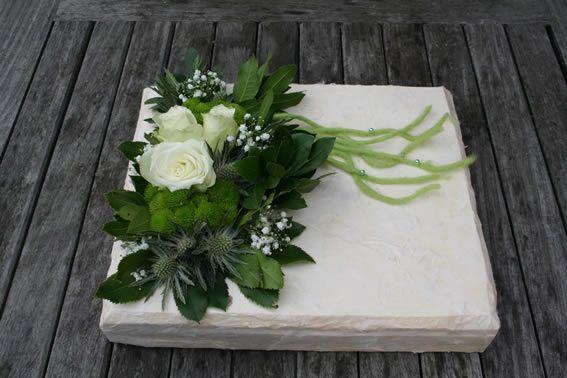 Grafstuk in wit-groen tinten