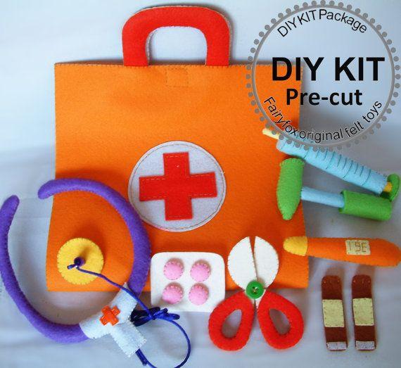 Items similar to KIT fai da te, sentivo la borsa medica giocattoli in feltro, medico Set-K-T22 on Etsy