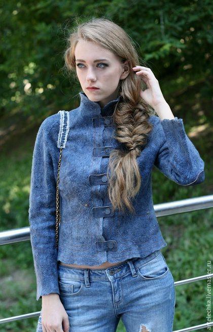 Купить или заказать Жакет 'Ночь...небо...звезды...'denim style в интернет-магазине на Ярмарке Мастеров. Что есть в гардеробе у каждой девушки? Правильно:)Конечно джинсы! Этот материал крепко и надолго, а скорее навсегда поселился в наших шкафах (и сердцах:), настолько естественно и необходимо, вот что бы была за жизнь, если бы не было джинсы? И меня он не оставил равнодушной, идея витала давно, а вот воплощение и материализацию представляю вашему вниманию.…