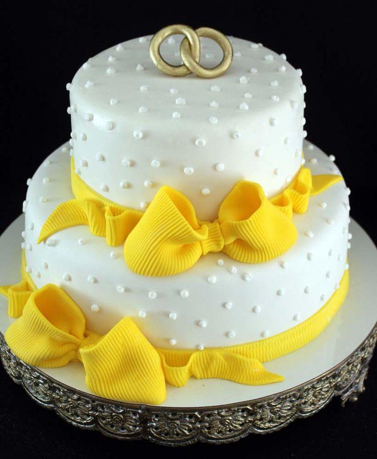 Bolo de Casamento Amarelo e Branco                              …