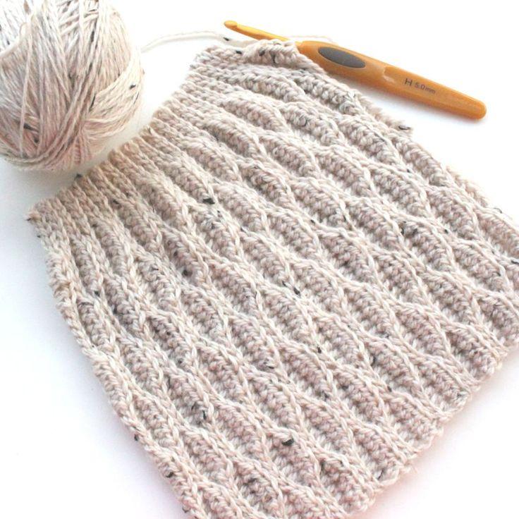 Hæklet hue (fra bogen 3-D Hækling af #sidselsangild - link til bog i teksten). Wave Crochet hat from the e-book 3-D Crochet (available on Ravelry). Photo and blogpost from @lutteridyl