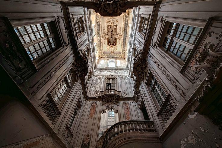 """Résultat de recherche d'images pour """"Palais d'un dictateur abandonné, Portugal"""""""