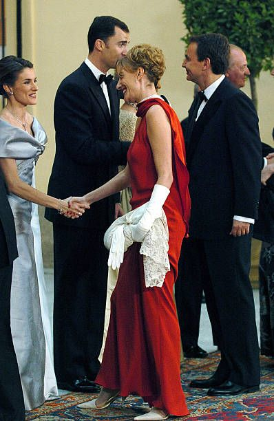 Former journalist Letizia Ortiz welcomes Spain Socialist Prime Minister Jose Luis Rodriguez Zapatero and his wife Sonsoles Espinosa before an...