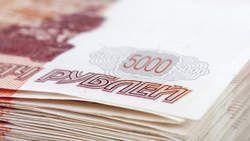 De Russische roebel is vanaf vandaag het enige wettelijke betaalmiddel op het geannexeerde schiereiland de Krim. Dat heeft het Russische persbureau ITAR-TASS gemeld. Alle dubbele prijskaartjes zullen uit de winkelrekken verdwijnen en de Oekraïnse grivna krijgt de status van buitenlandse valuta. www.demorgen.be (economie)