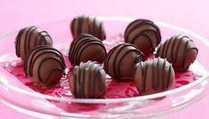 Σοκολατένια τρουφάκια με καραμέλα με 4 μόνο υλικά