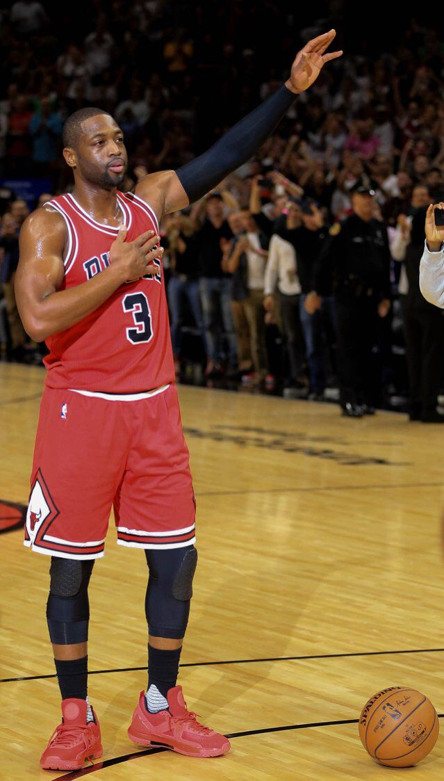Welcome home: An emotional, weird night for Dwyane Wade