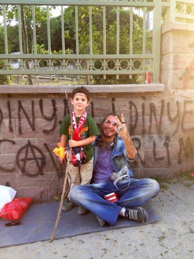 we are still smiling - vatandaşın gözünden Gezi Parkı  eylemleri