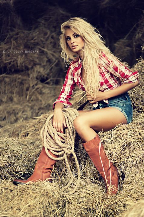 Blond Girl In Countryside Hay Village Girl Country Style С Изображениями  Деревенская Девушка -3632