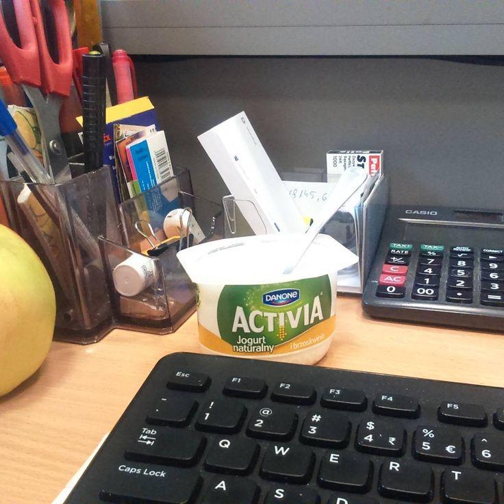 Jogurt i brzoskwinia razem ze mną w pracy :) #idealnepolaczenie #nowaactivia #zdrowieiprzyjemnosc https://www.instagram.com/p/BBHbIV5M_cH/