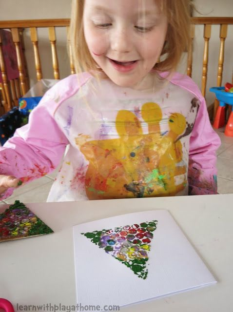 Learn with Play at home: Simple Bubblewrap Christmas Cards made by kids
