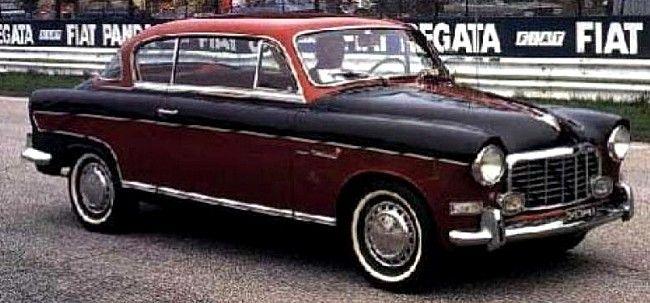 Fiat 1900 B, voiture routière de 1956  La Fiat 1900 B, cette ancienne voiture fut produite de 1956 à 1958, cette Fiat 1900 de 1956 mesure 1.66 mètres de large, 4.34 mètres de long, et a un empattement de 2.65 mètres.
