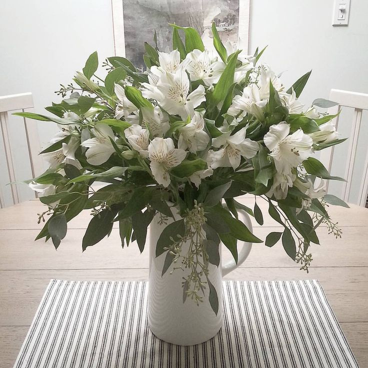 96 best white floral arrangements images on pinterest for Dinner table flower arrangements