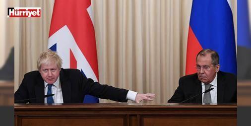 Tam o an! Basın toplantısında karşılıklı atıştılar: İngiltere Dışişleri Bakanı Boris Johnson, Moskova'ya düzenlediği kısa ziyaret kapsamında bugün Rus mevkidaşı Sergey Lavrov ile bir araya geldi. Görüşmeden sonra düzenlenen basın toplantısında Johnson ve Lavrov arasında espriyle karışık atışmalar yaşandı.