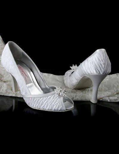 Wholesale cheap heel satin open toes online, m05790033008 - Find best ivory 3 1/2'' heel satin open toes wedding shoes free shipping at discount prices from Chinese wedding shoes supplier on DHgate.com.