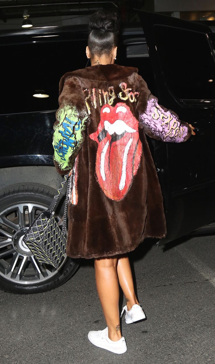 You have to see this wild Rihanna outfit from the front.