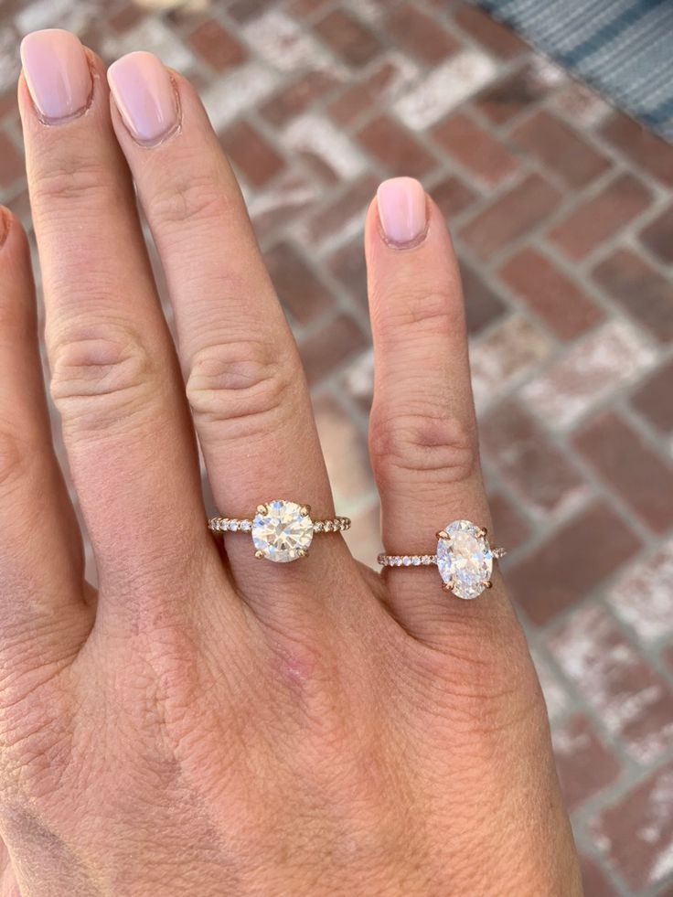 1 75 Ct Round Stone Vs 2 3ct Oval Stone Engagement Ring