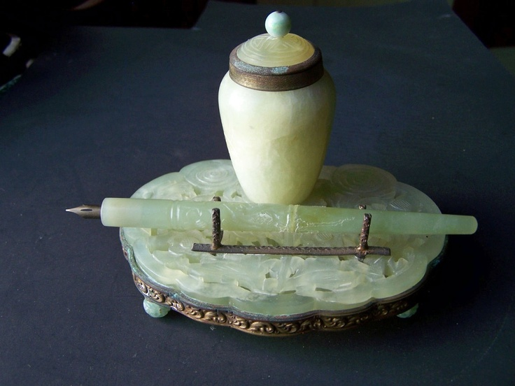 ANTIQUE CARVED JADE INKWELL AND PEN  SET CHINESE WRITING INSTRUMENT COLLECTIBLE