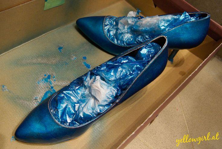 Metalic, Blau, Schuhe, Blaue schuhe, DIY, Sprypaint, Sprühlack, Autolack, Schuhklammern, Metalic-blaue-schuhe,