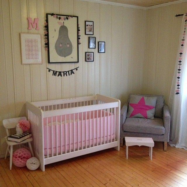 Litt av rommet til jenta mi barnerom, jenterom rosa / Nursery with pink and gray details.
