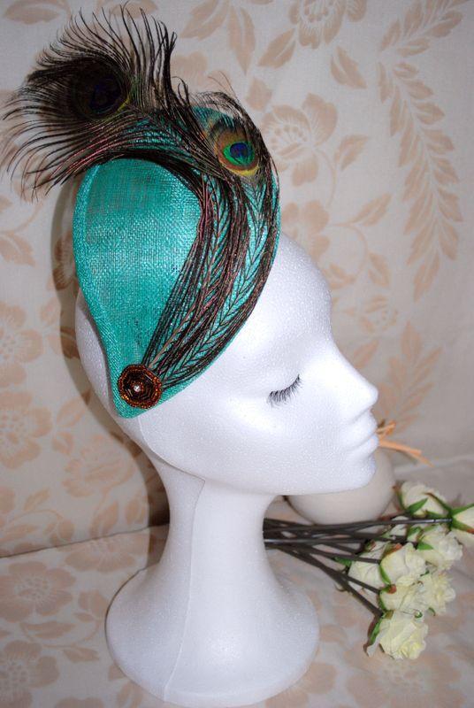lgrima verde jade con plumas de pavo real y aplique strass
