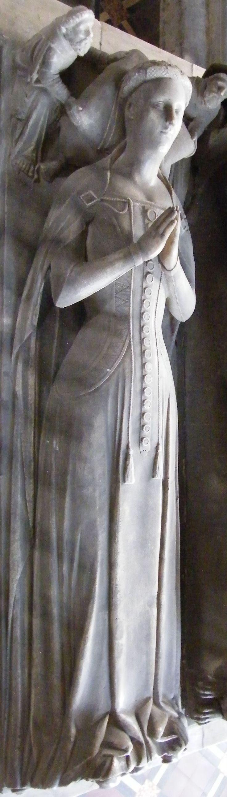 Elizabeth Latimer, 1395, Spilsby - St James http://www.themcs.org/costume/Female/Spilsby%20-%20St%20James%20Roger%20Willoughby%204th%20Baron%201396%20and%20Elizabeth%20Latimer%201395%20175.JPG