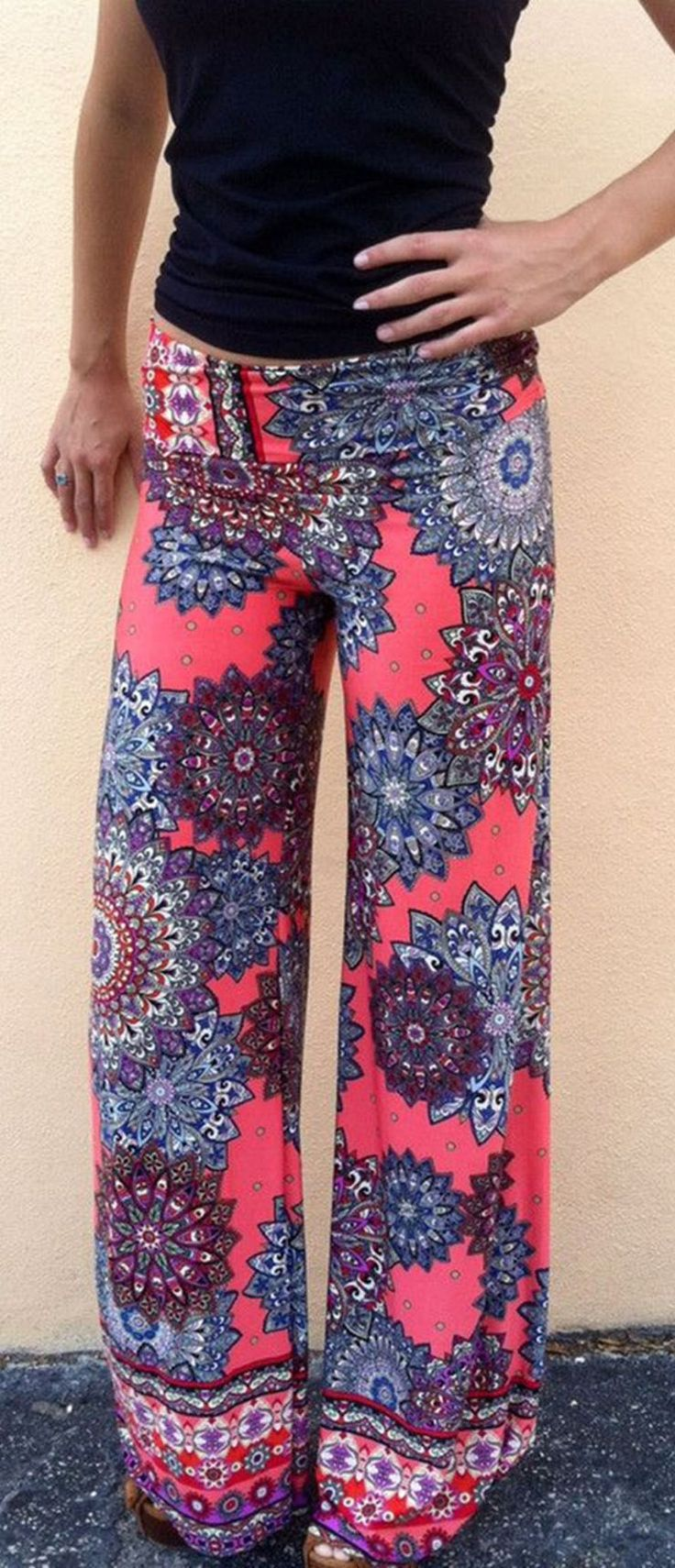 Comfy and cute! These Vintage Geo Print Loose Fit Yoga Pants may be what you want. We are very willing to welcome you to pick up your favorite at OASAP!