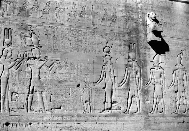 Cleopatra Pictures: Cleopatra and Son Caesarion