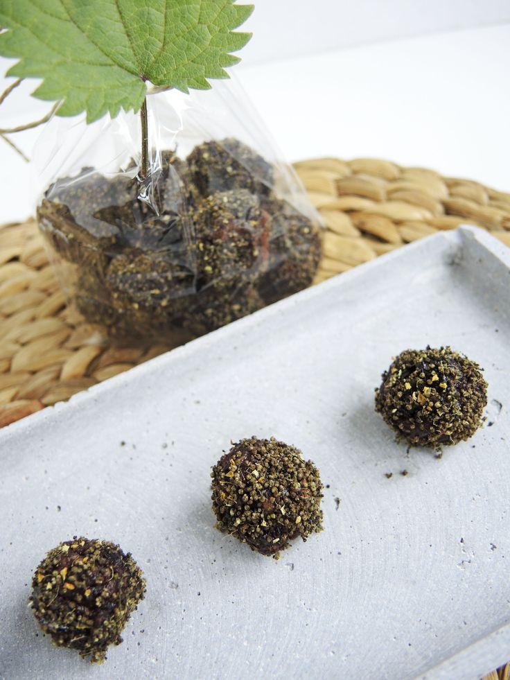 Hier kommt noch ein Rezept, Marke Garten-Eigenbau. Nämlich Trockenfrüchte in Kombination mit Honig und Brennnesselsamen.