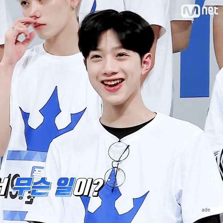 Lai Guanlin; hIS SMILE IS SO CUTE