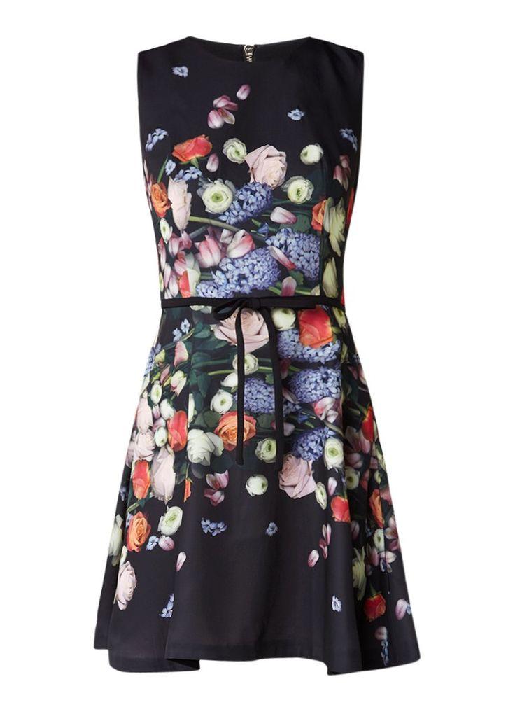 Op zoek naar Ted Baker Izobela A-lijn jurk met bloemenprint ? Ma t/m za voor 22.00 uur besteld, morgen in huis door PostNL.Gratis retourneren.