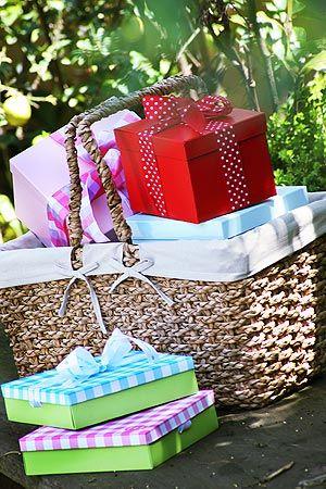Cesto de palha para guardar presentes