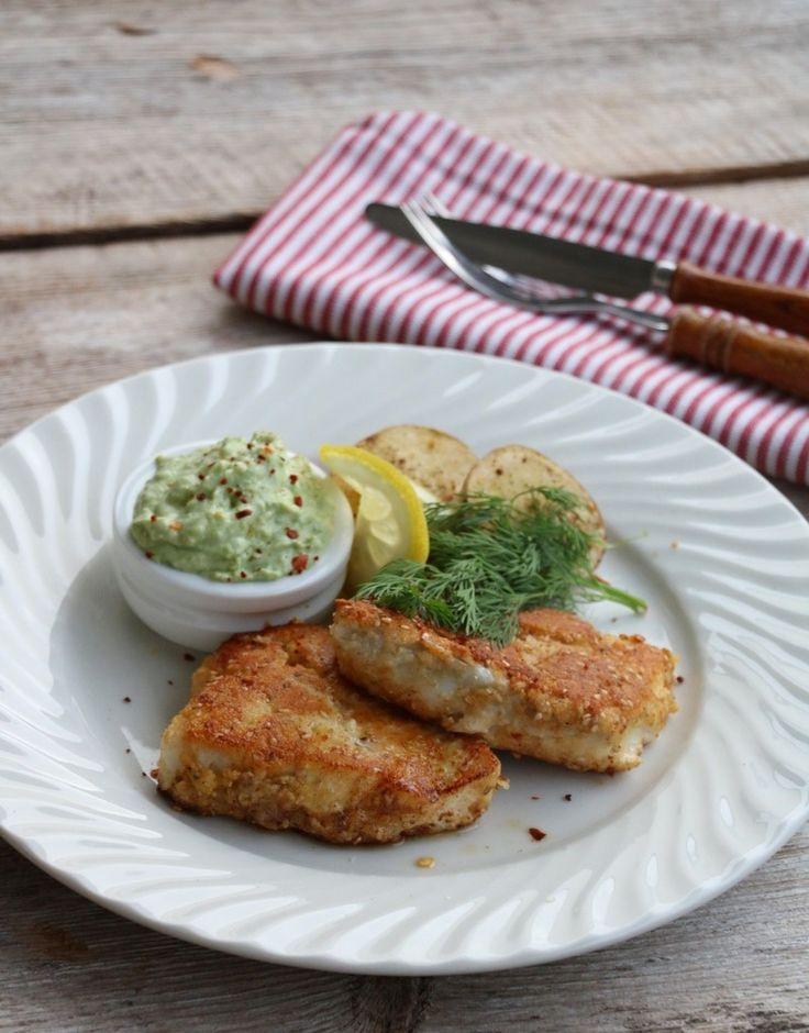 Riktig god tirsdag godtfolk! Meir middagsoppskrifter med fisk er etterspurt – og eg hører på dere! Denne oppskrifta er veldig familievennlig, sliter du med å få barna til å spise fisk, så kan panering være løsninga på problemet. Panerte torskefilêter er ikkje berre utrulig raskt og enkelt å lage, resultatet blir også veldig godt og …