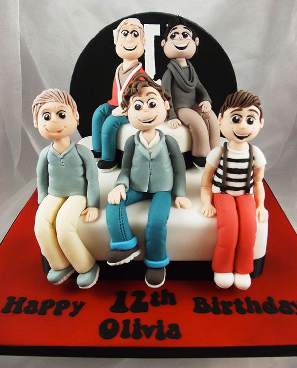 Gorgeous cake with sculpted One Direction figurines