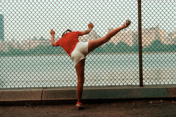 A jogger stretches at the Central Park Resevoir. NYC 1983 | Ph: Thomas Hoepker