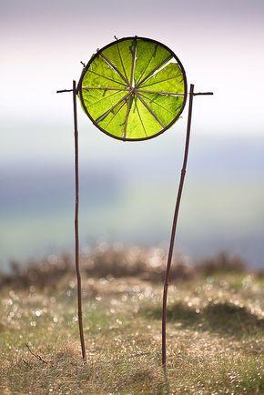 """""""Juzgué que un círculo podía condensar con calma toda la violencia del misterio"""" —Alexander Search (Fernando Pessoa)"""