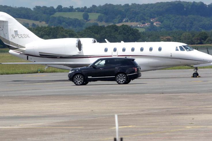 26.07.2016 According to local publication La République des Pyrénées, the royals were swiftly moved into two waiting blacked-out Range Rover cars that were also registered under the Duke's name.