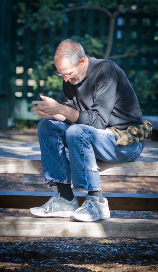 This is Steve Jobs, CEO of the richest company in the world, alone in a local garden near his house in Palo Alto. A Rare photo of Steve thinking- about something ... I think it's the ne xt Groundbreaking Apple product. Photo Courtesy : Ryan Katsanes.