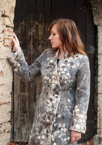 """Пальто """"Прогулка в старом городе"""" - бежевый,абстрактный,пальто,женское пальто"""