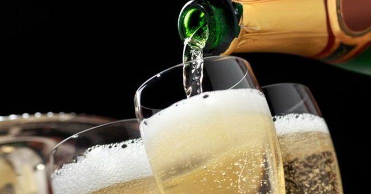 """Роскачество проверило самые популярные марки полусладких игристых вин стоимостью от 150 рублей до 6 121 рубля. Из 56 образцов больше половины – действительно высокого качества. Причем, отечественное шампанское, менее """"раскрученное"""" и более дешевое, чем импортное, оказалось ничуть не хуже."""